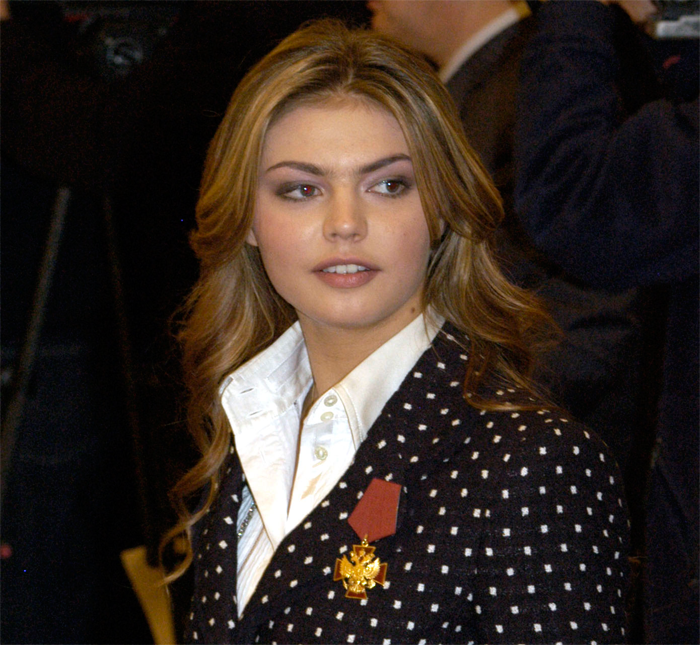 СМИ сообщили о родах Кабаевой