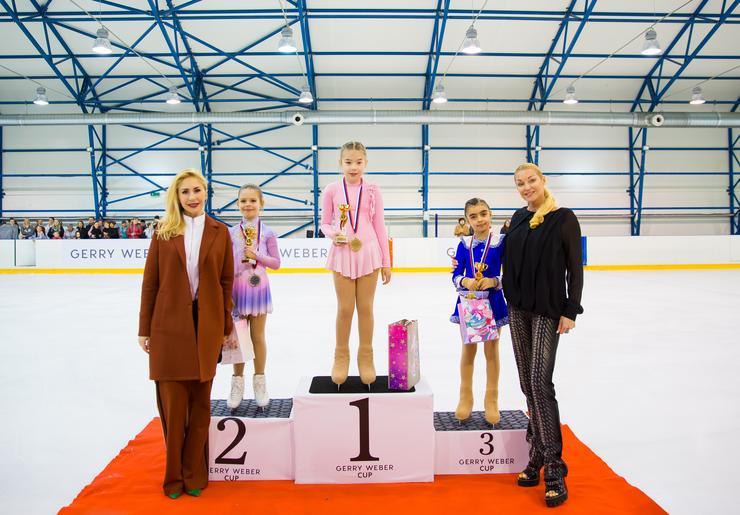 Анна Семенович снова вышла на лед