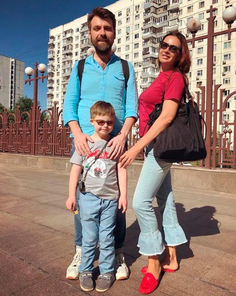 В 2017 году Бледанс развелась со своим третьим мужем, режиссером Александром Семиным, которому родила сына Семёна