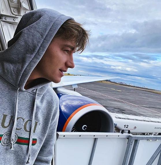 Самолет с Алексеем Воробьевым на борту совершил экстренную посадку в Исландии