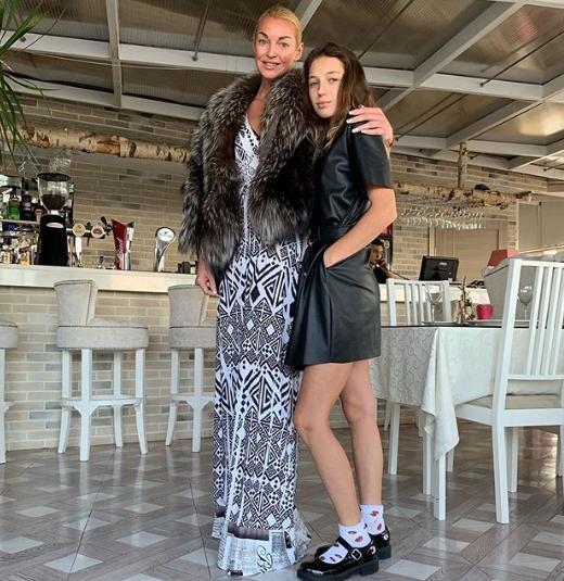 Волочкова трогательно поздравила дочь с 14-летием