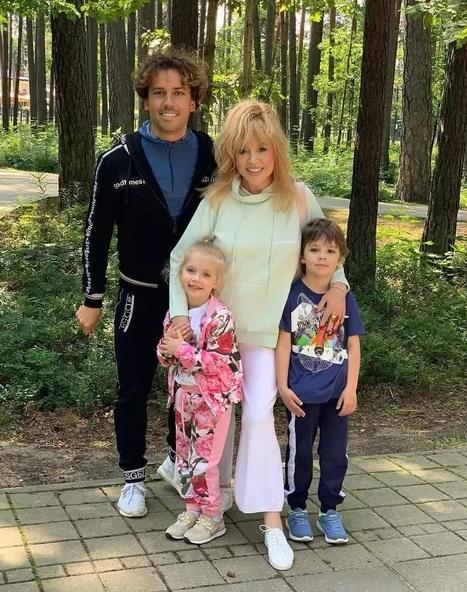 Дети Пугачевой и Галкина удивили трюками в море