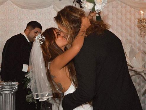 В 2015 году Айза вышла замуж за Дмитрия Анохина