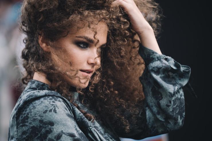 Спокойствие для волос: как решить проблему тяжелого расчесывания