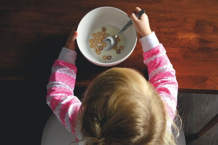 Сядь и ешь: как перестать выяснять отношения с ребенком за столом