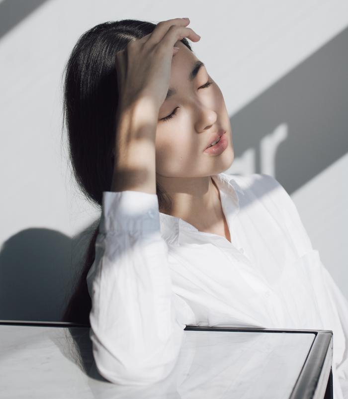 Головная боль и позвоночник у женщин: лечить или предупредить
