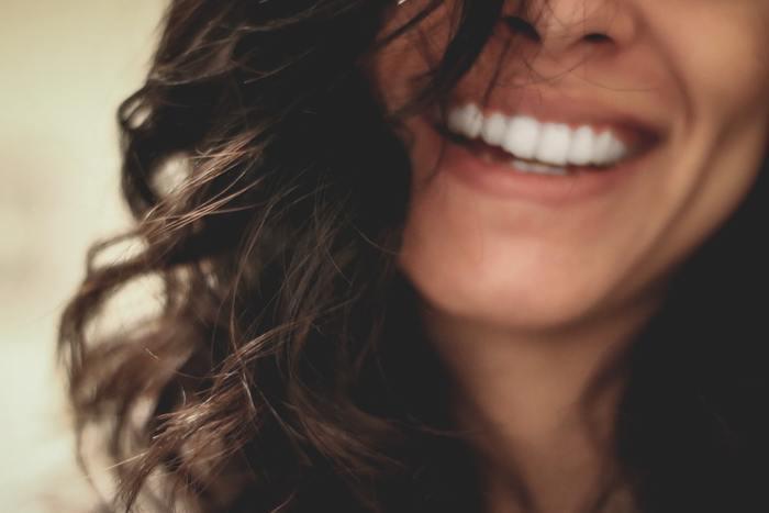 Не прячь улыбку: 4 способа отбелить зубы в домашних условиях