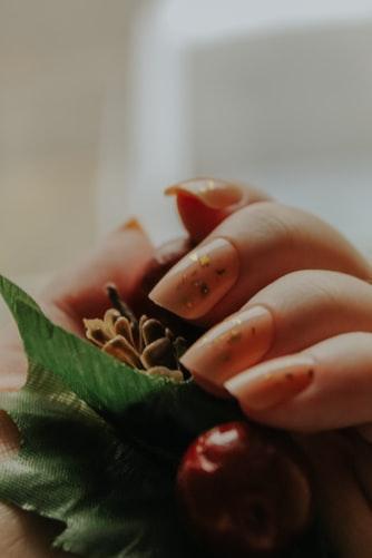 Сочное лето: трендовый маникюр на коротких ногтях