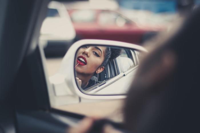 Она не дышит: как сделать макияж и не «убить» кожу летом