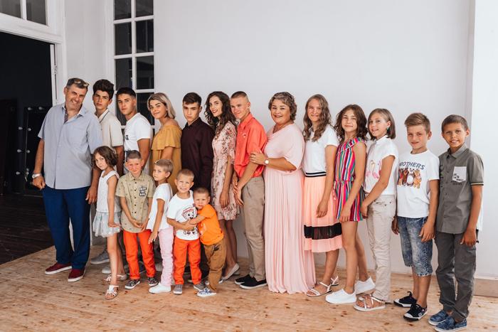 Валентина Красникова является мамой 17 детей, 14 из которых приемные
