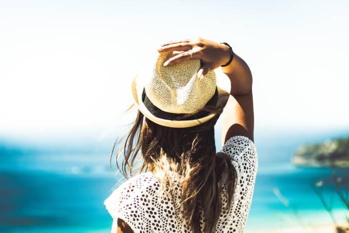 «Солнечные» продукты: как пережить лето без потерь для внешности