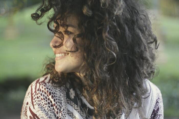 Буря на голове: хитовые прически для кудрявых волос
