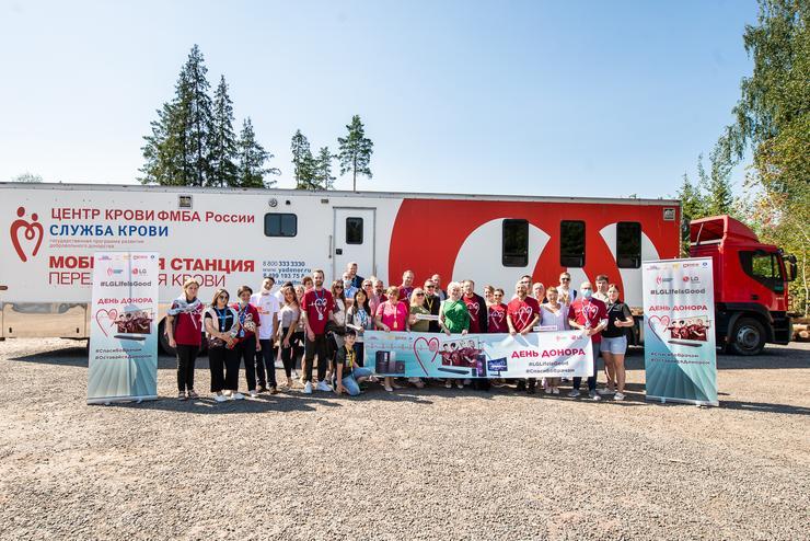Звезды провели День донора на подмосковном фестивале