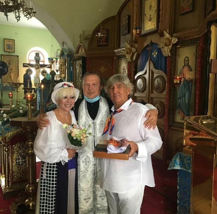 Совсем недавно певица обвенчалась со своим мужем Юрием Фирсовым