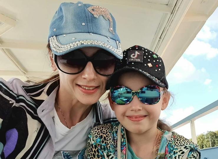 Светлана Захарова с дочерью Анной