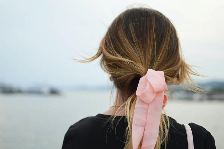 Что у тебя с головой: способы скрыть несвежие волосы