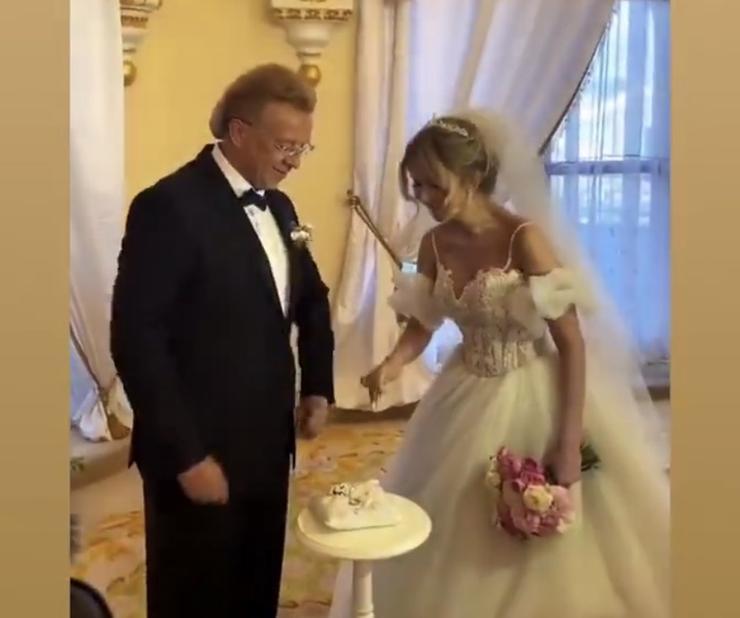 Роман Жуков снова женился