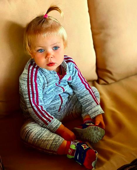 Лера Кудрявцева опубликовала фото маленькой дочери сновеньким авто