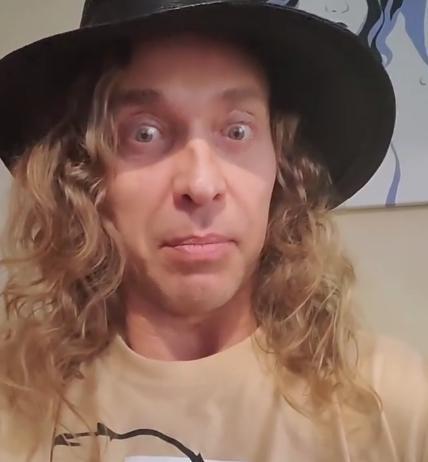 Тарзан удалил видеопризнание в измене Королевой