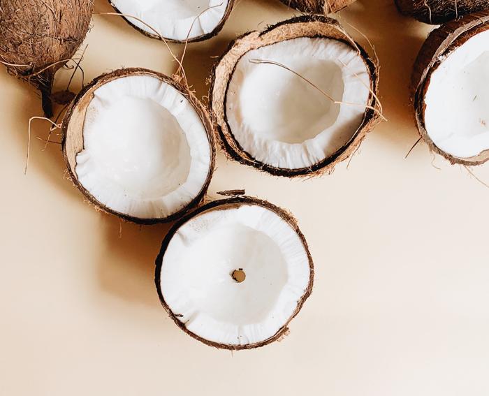 Просто баунти: 5 бьюти-средств с кокосом в составе