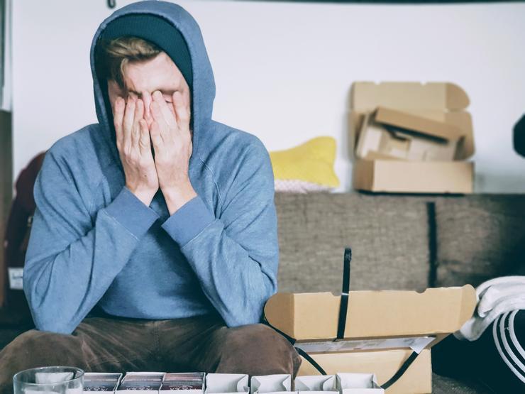 Стресс и острая пища могут усугубить симптомы, но не вызывают язвы