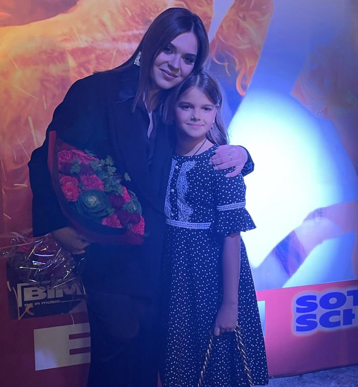 Аделина Сотникова и Екатерина Васильева, исполнительница главной детской роли в клипе «Сталь»