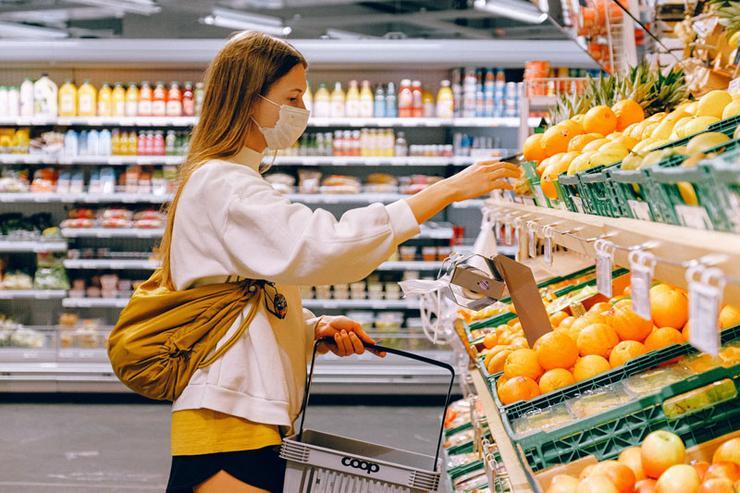 «Затянуть пояса»: в мире заканчиваются автомобили и рекордно дорожают продукты