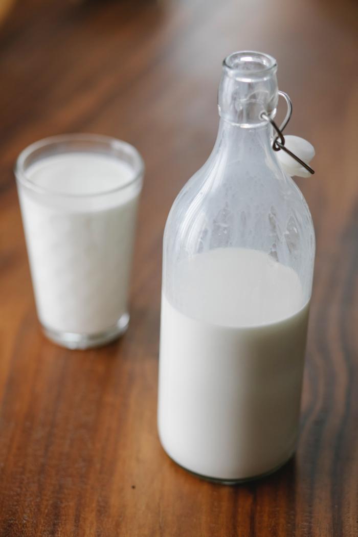 Стакан молока поможет утром избежать головной боли