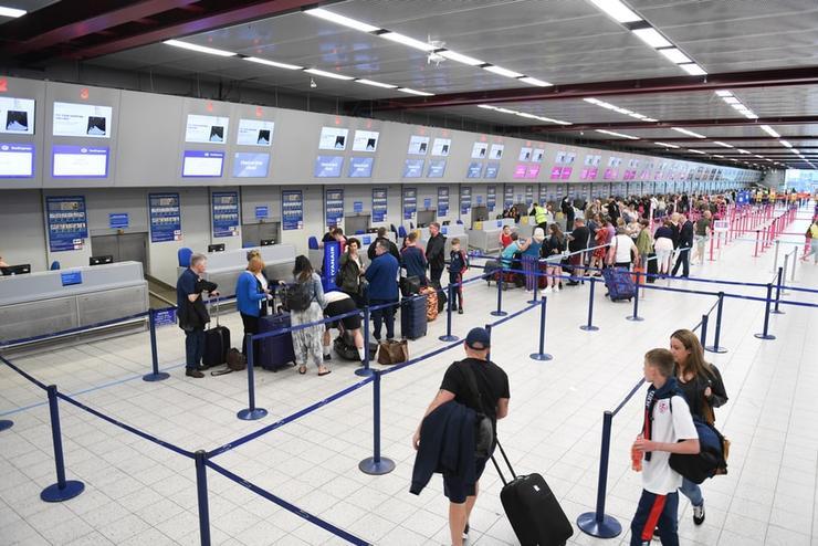 никакой паники и агрессии с сотрудниками авиакомпании и аэропорта