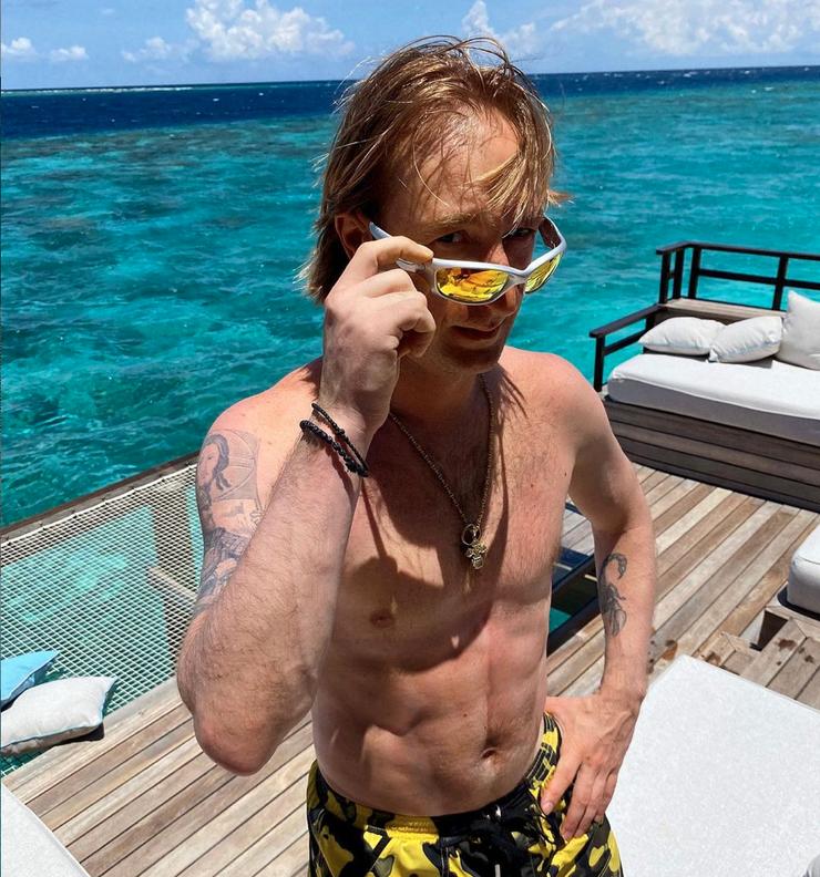 Плющенко показал свое падение с вертолета в воду - Звезды