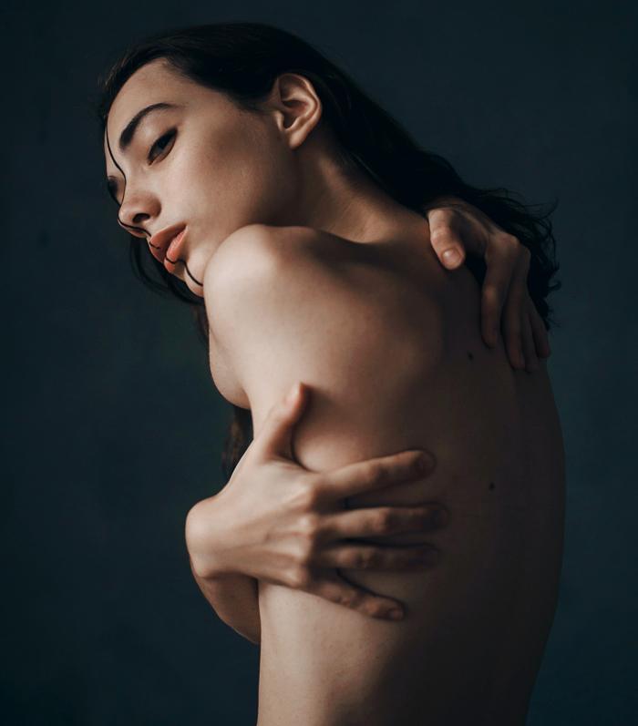Большая грудь и маленький нос: антитренды пластики−2021