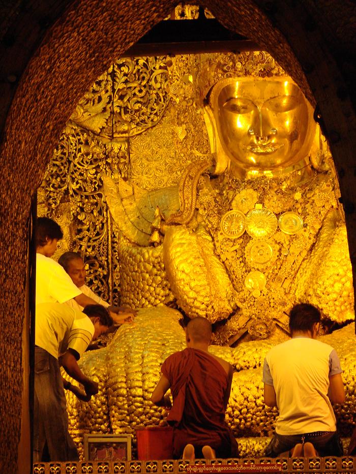 «Золотой Будда» в Мандалае