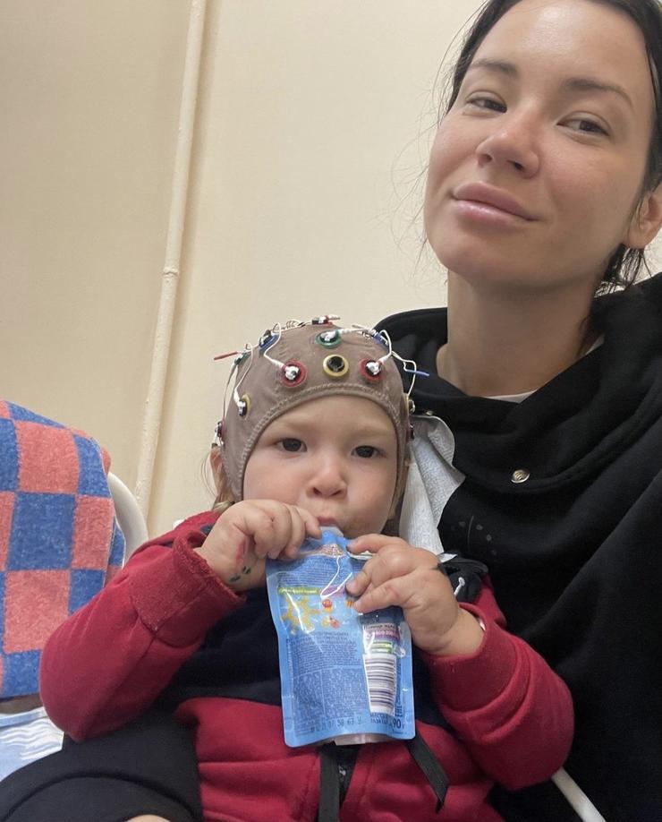 Полуторагодовалый сын Иды Галич был экстренно госпитализирован - Звезды