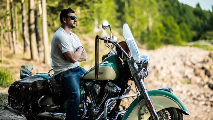 Устюгов часто путешествует на мотоцикле, но признается, что «месяц в дороге – это в первый раз»