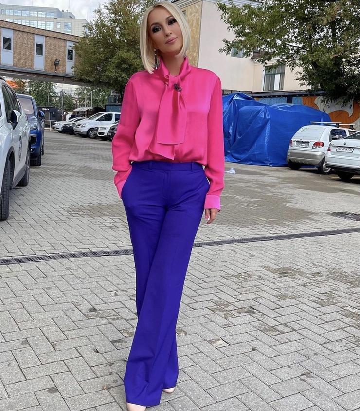 «Рука не желает работать»: Лера Кудрявцева рассказала о состоянии матери после инсульта - Звезды