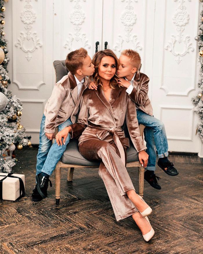 Ксения Новикова с сыновьями Мироном и Богданом