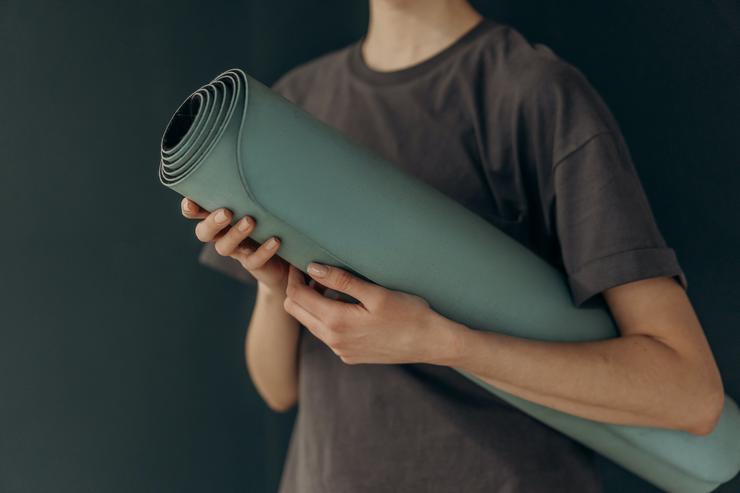 Йога дома: какой инвентарь необходим для самостоятельных занятий - Будь здорова!