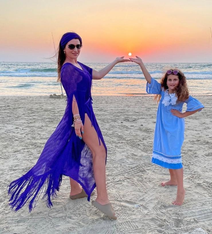 Жасмин готовит дочку к жизни на сцене: «Растим музыканта» - Звезды
