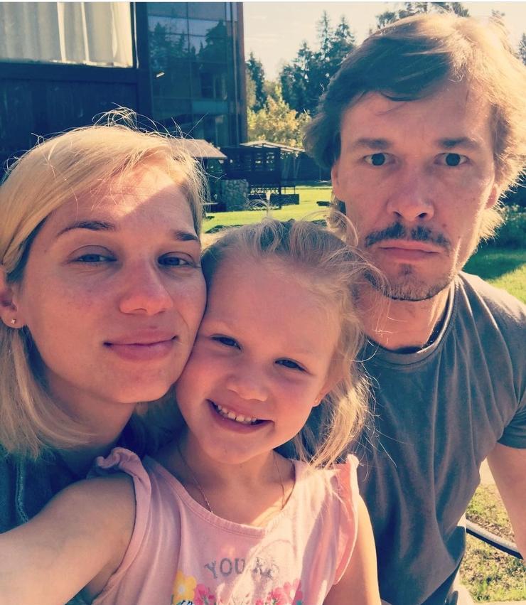 В семье Ксении Тепловой и ее мужа Артем Быстрова подрастет 6-летняя дочь Маруся