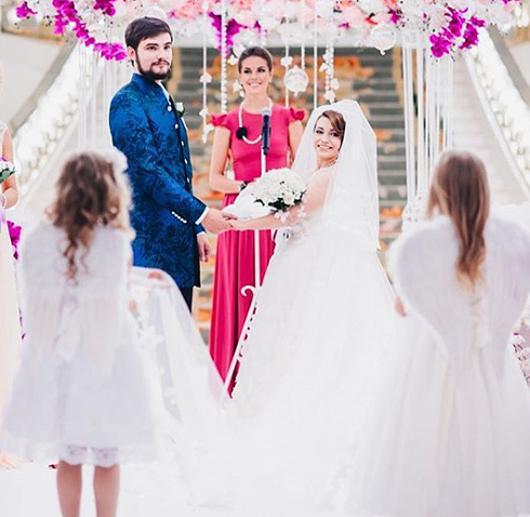 Сябитова показала фото со свадьбы дочки