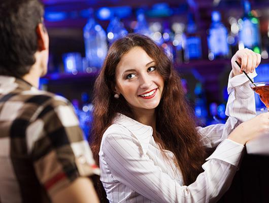Фотопркол девушка держит пенис мужчины фото 438-88