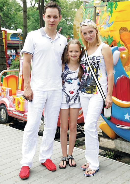 Асташенок александр фото с семьей
