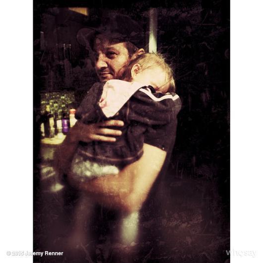 Джереми Реннер показал дочку