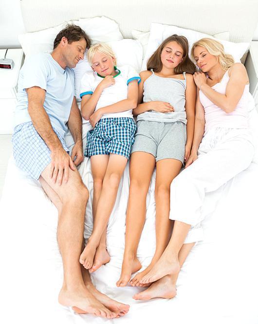 рассказ как я спала с сыном вна одной кровати