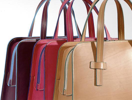 36f22ca18864 Для женщины сумка — это аксессуар, вместилище тайн и радостей, символ  статуса и предмет гордости. Мы не понимаем, как можно выйти из дома без  зеркальца и ...