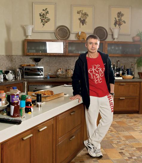 Кухня – место, где хозяин проводит много времени. Он обожает готовить. Фото: Сергей Козловский.