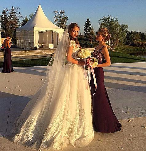 Елизавета Брыксина с удовольствие поделилась в своем микроблоге снимкам со свадьбы. Фото: Instagram.com/bryksina_liza.