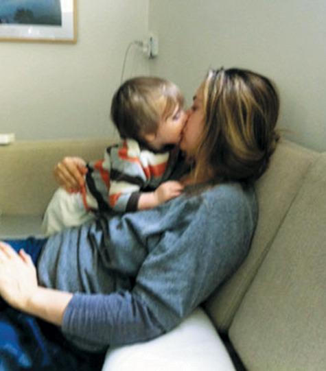 Сын даёт маме в рот фото 385-388