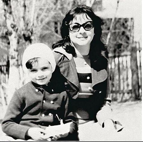 Маленький Филипп со своей мамой. Фото: социальные сети