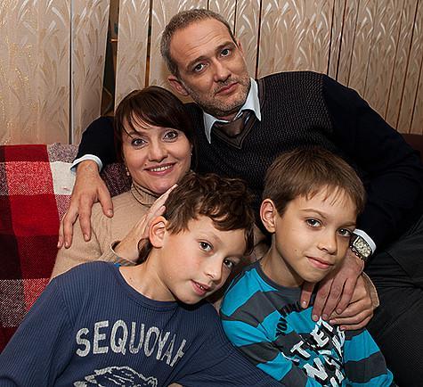 В сериале «Мама-детектив» Инга Оболдина играет следователя ГУВД Ларису Левину, которая воспитывает двух сыновей и вот-вот должна родить третьего ребенка. Фото: материалы пресс-служб.